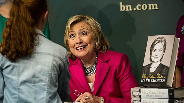Bà Hillary Clinton giới thiệu hồi ký