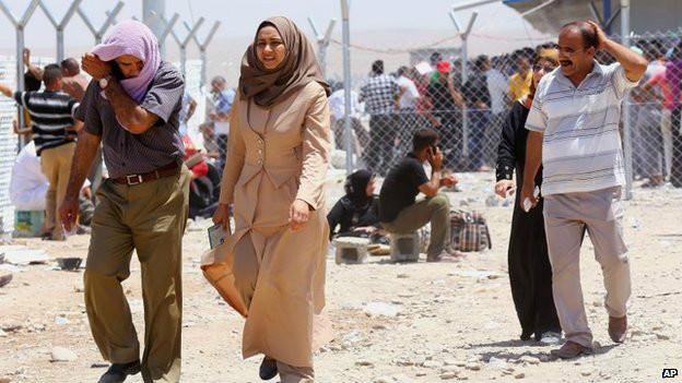 Gente huyendo de Mosul
