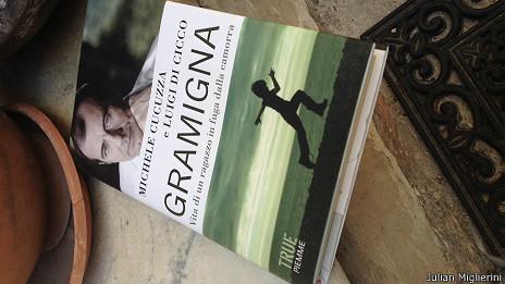 """Detalle de la portada del libro de Michele Cucuzza y Luigi Di Cicco, """"Gramigna"""""""