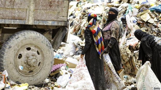 Mujeres iraquíes reciclando residuos