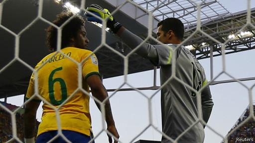 Julio Cesar e Marcelo (Reuters)