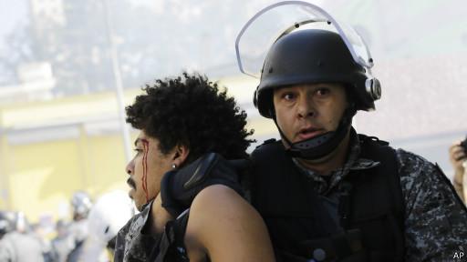 Violência em protesto em São Paulo (AP)