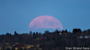 Luna llena en un pueblo sueco