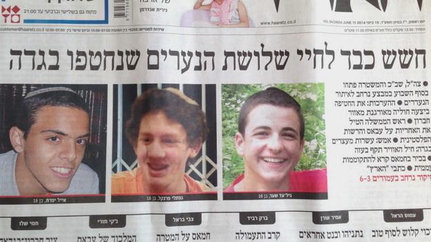 Фотографии трех пропавших израильских подростков на первой полосе газеты