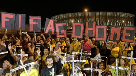 """Protesta con el eslogan """"No va a haber Copa"""""""