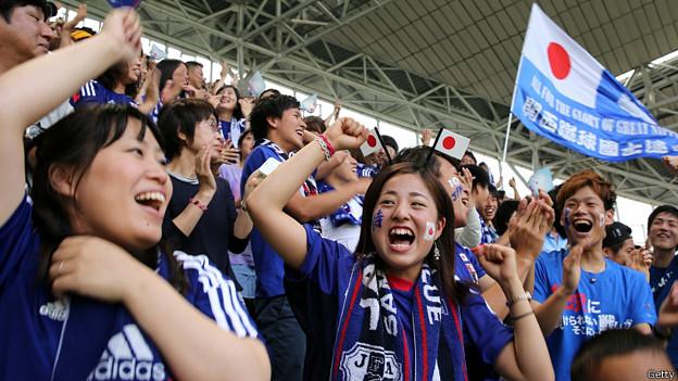 Hinchas japoneses en el partido contra Costa de Marfil