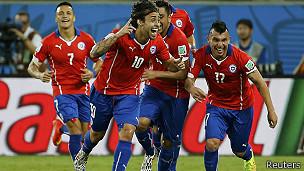 Valdivia celebra su gol frente a Australia