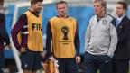 Gerrard, Rooney e o técnico inglês Roy Hodgson