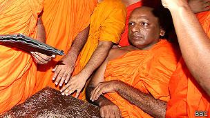 வட்டரக்க விஜித தேரருக்கு 'பலவந்தமாக சுன்னத்து'