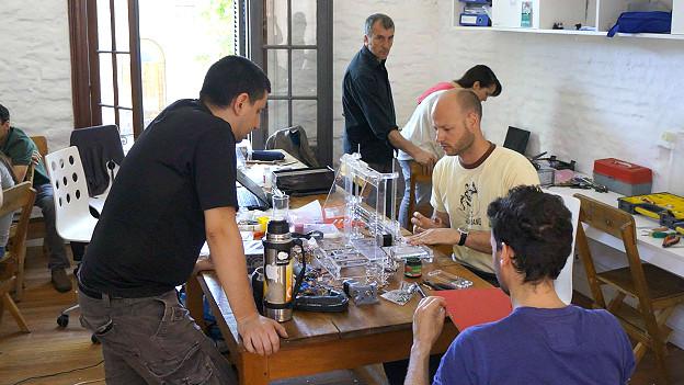 Taller de jóvenes uruguayos creadores de la nueva impresora 3D