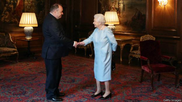 Елизавета II и Алекс Салмонд