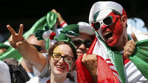 Torcedores do Irã (Reuters)
