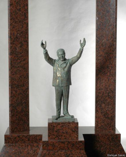 Modelo a escala del monumento de Savio a Perón