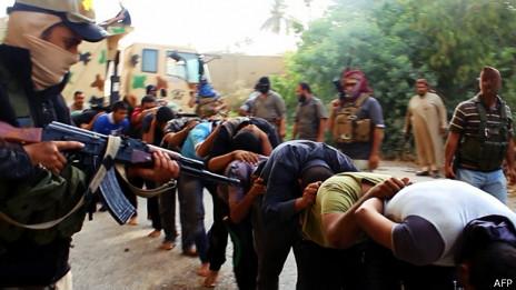 Militantes de ISIS contra fuerzas iraquíes
