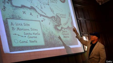 Bill Clifford muestra el lugar del naufragio