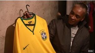 Sueli Dias, mãe de Fábio Hamilton Dias, operário que morreu na Arena Corinthians | Crédito: BBC