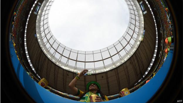 Torcedora no Mané Garrincha (AFP)