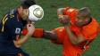 Nigel de Jong e Xabi Alonso na Copa de 2010 (Reuters)
