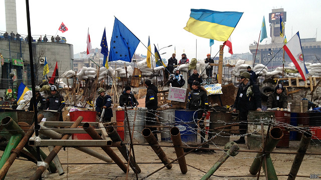 Майдан, флаги Украины и ЕС