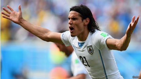 El jugador uruguayo Cavani, en la camiseta blanca