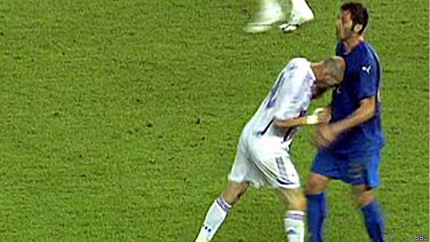 Cabezazo de Zinedine Zidane a un defensor italiano en Alemania 2006