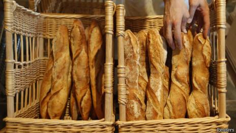 Dos tercios del pan en Francia se hace en panaderías pequeñas.