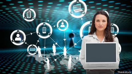 Uno de los grandes sueños tecnocráticos es transformar la sociedad con cada máquina de comunicación nueva.