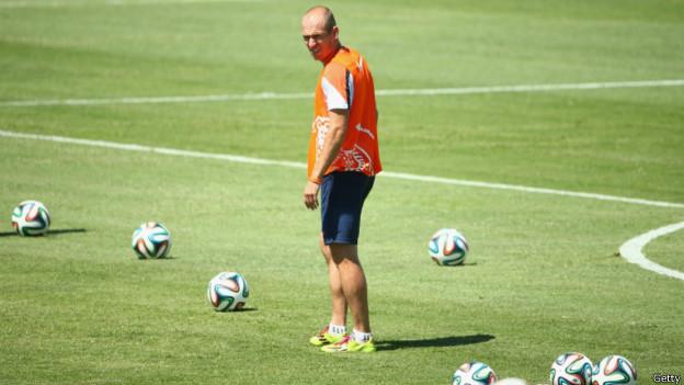 Robben durante treino da Holanda