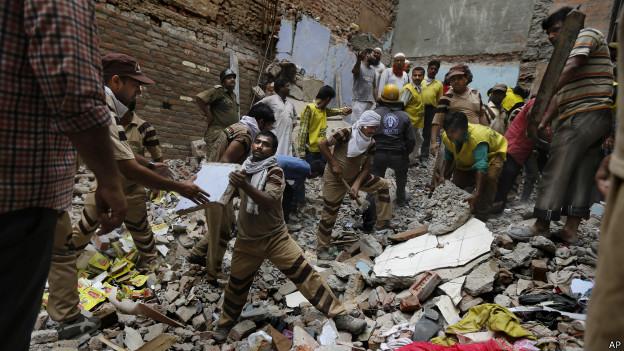 Разрушившееся здание в Дели