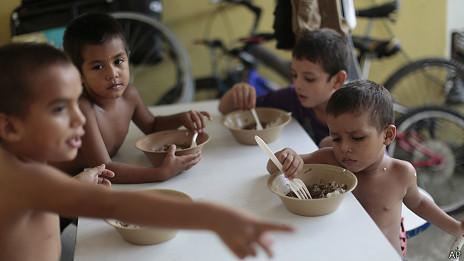Menores centroamericanos en un centro de acogida de México