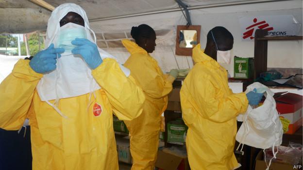OMS faz reunião de emergência para conter pior crise de ebola da história