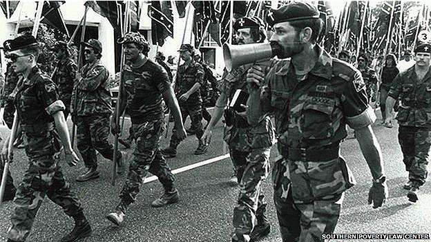 Miller marcha con supremacistas blancos