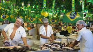 Vendedores de peixe em Manaus (Foto AP)