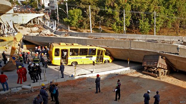 Puente desplomado