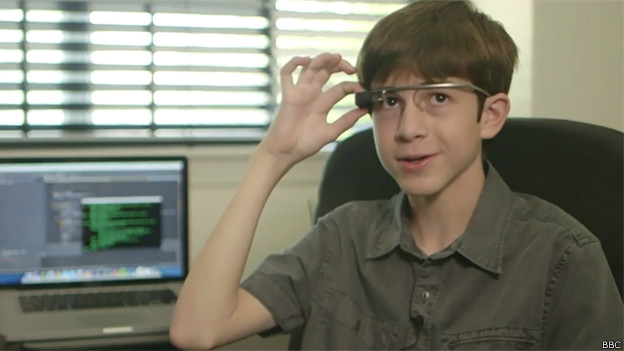 Thomas no se separa de sus Google Glass