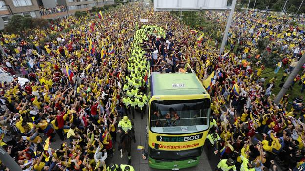 Multitud recibe a la seleccion colombiana