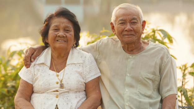 Счастливая пара пожилых людей