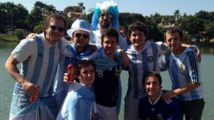 Amigos argentinos que compuseram 'Brasil, decime qué si siente' (Arquivo Pessoal)