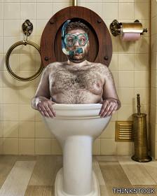 Hombre en inodoro
