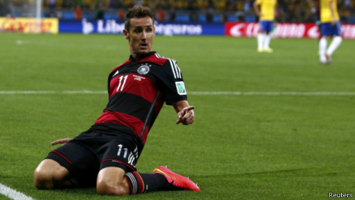 Klose comemora gol contra o Brasil