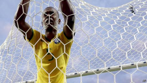 Fernandinho lamenta após gol da Alemanha