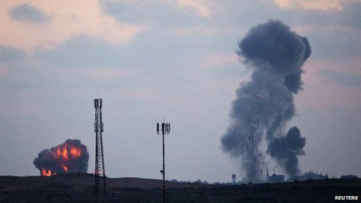 Humo en Gaza, tras ataques aéreos de Israel.