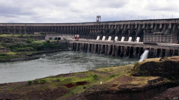 Represa de Itaipú, de Brasil y Paraguay
