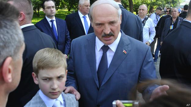 Александр Лукашенко с сыном Колей в Киеве 7 июня