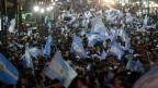 Comemoração dos torcedores argentinos em Buenos Aires (Reuters)