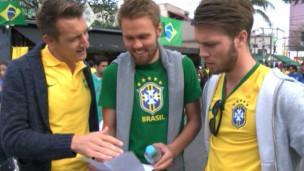 Holandeses cantam o hino brasileiro | Foto: BBC Brasil