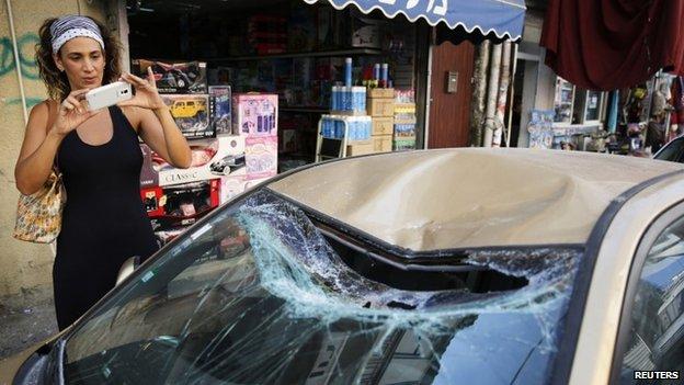 Carro dañado por ataque palestino