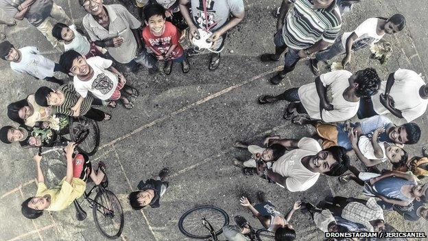 صورة لتجمع من الناس