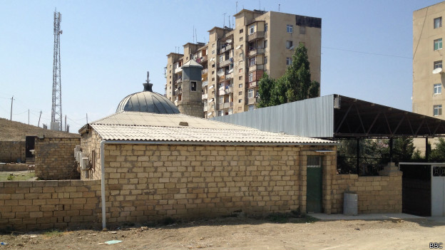 Мечеть в пригородах Баку