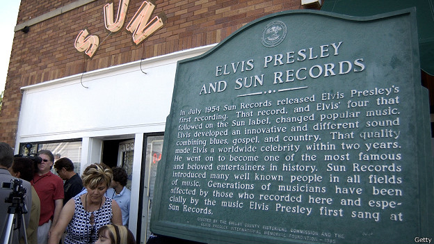 Мемориальная доска на здании Sun Records